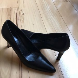 Brooks Brothers black leather heels.  Great shape.